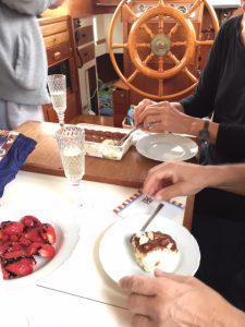 Tiestysti Tiramisua ja kuohuvaa aamiaiseksi - Celebrated with Tiramisu and sparkling